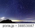 八ヶ岳連峰・阿弥陀岳から赤岳・富士山と登る冬の星座・月 38853087