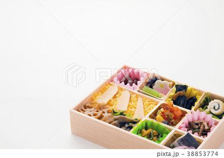 栄養バランスよい日本の彩り弁当 38853774