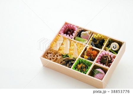 栄養バランスよい日本の彩り弁当 38853776