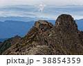 奥穂高岳から見るジャンダルムと西穂高岳への稜線 38854359