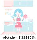 キッチンで料理の準備をする主婦 38856264