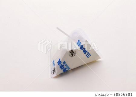 三角の牛乳バック 38856381