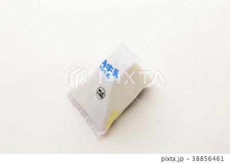 三角の牛乳バック 38856461