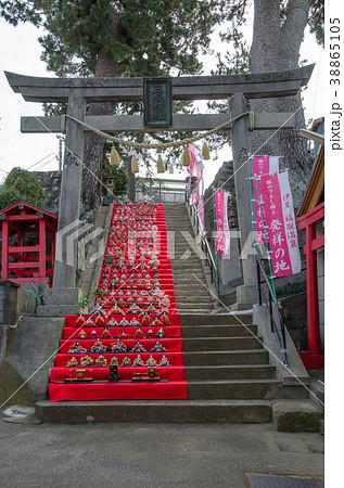伊豆稲取の雛のつるし飾りまつり 三嶋神社雛段飾り 38865105