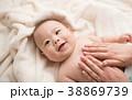 赤ちゃん ベビーマッサージ マッサージの写真 38869739