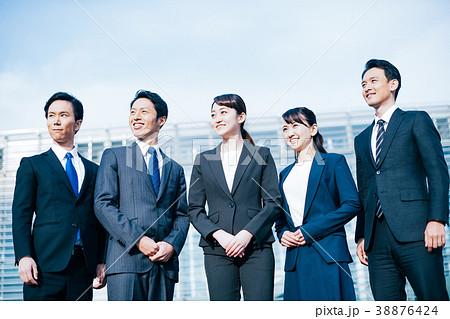 ビジネス スーツの男女  38876424