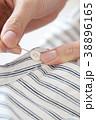 ボタン付け 洋服 裁縫の写真 38896165