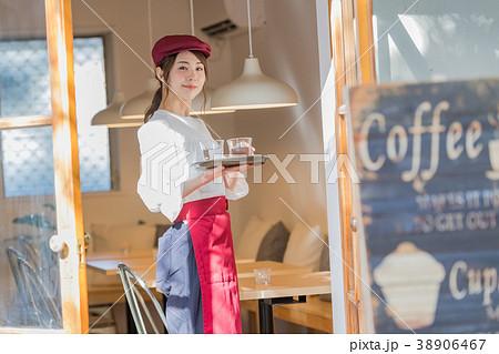 若い女性、ウェイトレス、フロアスタッフ 38906467
