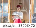 女性 カフェ ウェイトレスの写真 38906472