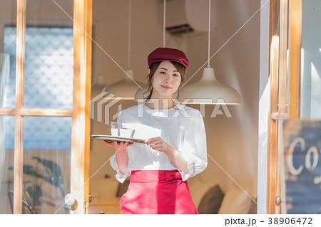 若い女性、ウェイトレス、フロアスタッフ 38906472