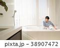 ミドル 男性 バスルーム ライフスタイル イメージ 38907472