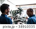シニア 人物 工場の写真 38910335