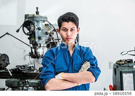 若いものづくり技術者 38910356