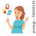 グリーンの服を着た妊婦が医薬品について説明している 38949239