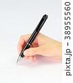 ボールペン 握る 手の写真 38955560