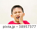 Boy is toothache 38957377