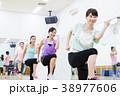 エアロビクス フィットネス エアロビ スポーツジム 女性 エクササイズ 38977606
