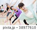 エアロビクス フィットネス エアロビ スポーツジム 女性 エクササイズ 38977610