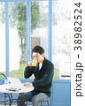 カフェの30代男性 38982524