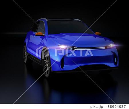 黒背景にメタリックブルーの電動SUVのイメージ 38994027