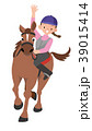 軽やかに乗馬をする、女性。 39015414