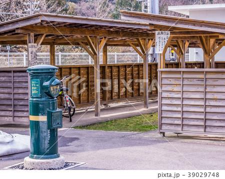 山陰本線 瑞風の停まる東浜駅 みずかぜのためにできた駅 瑞風色の郵便ポスト 39029748