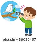 野鳥を観察する子供 39030467