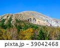 青空と秋の一切経山 39042468