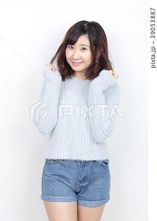 若い女性 ポートレート 39053887