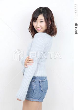 若い女性 ポートレート 39053888