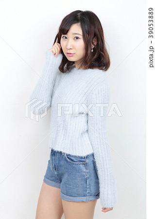 若い女性 ポートレート 39053889