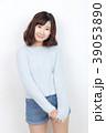 女性 若い セーターの写真 39053890