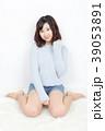 女性 若い セーターの写真 39053891