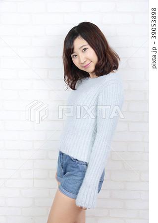 若い女性 ポートレート 39053898