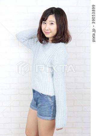 若い女性 ポートレート 39053899