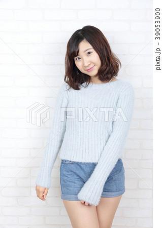 若い女性 ポートレート 39053900