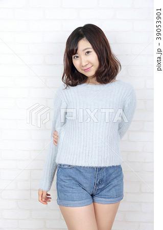 若い女性 ポートレート 39053901