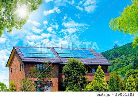 エコハウスと青空と緑 39061283