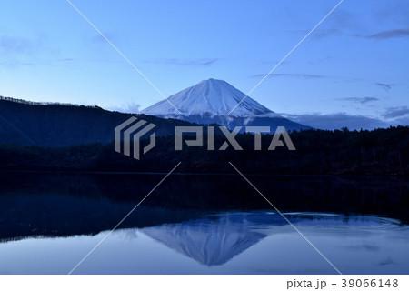 西湖から富士山の朝日 39066148