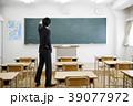 先生 教師 教室 学校 授業 黒板 39077972