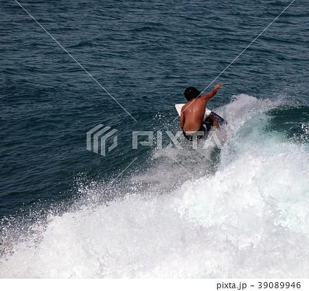 サーファー サーフィン 練習 39089946