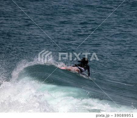 サーファー サーフィン 練習 39089951
