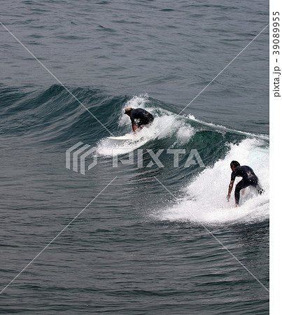 サーファー サーフィン 練習 39089955