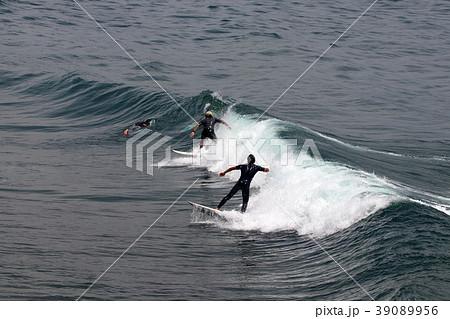 サーファー サーフィン 練習 39089956