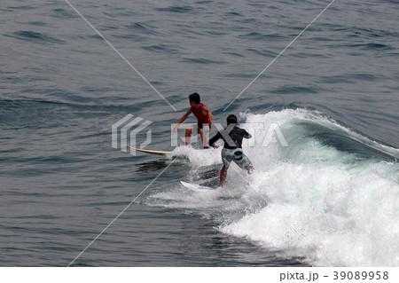 サーファー サーフィン 練習 39089958