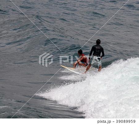 サーファー サーフィン 練習 39089959