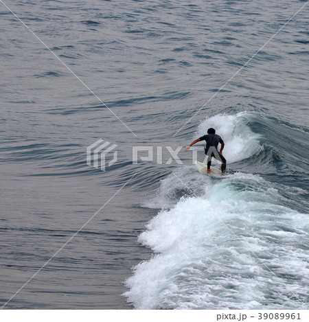 サーファー サーフィン 練習 39089961