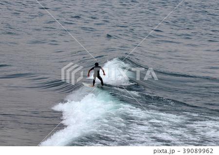 サーファー サーフィン 練習 39089962