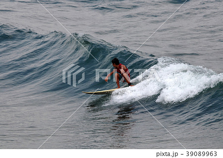 サーファー サーフィン 練習 39089963