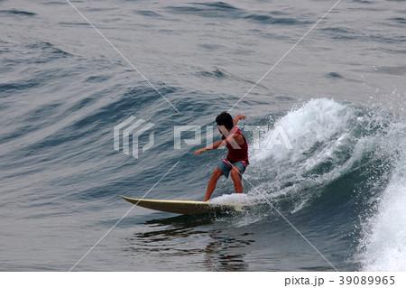 サーファー サーフィン 練習 39089965